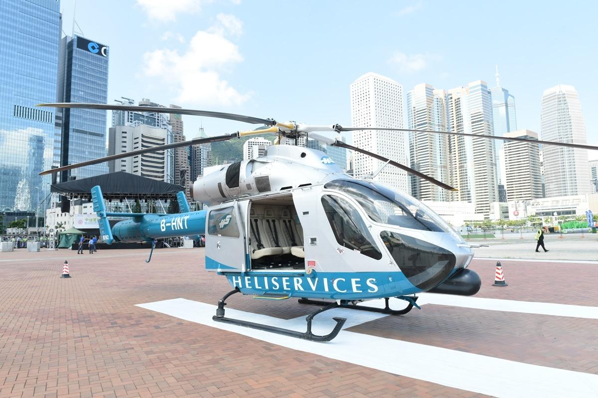 「世界直升機日」9直升機在中環展出