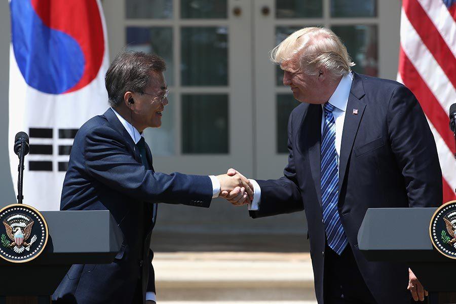 特朗普與文在寅達共識 擬售韓數十億美元軍備