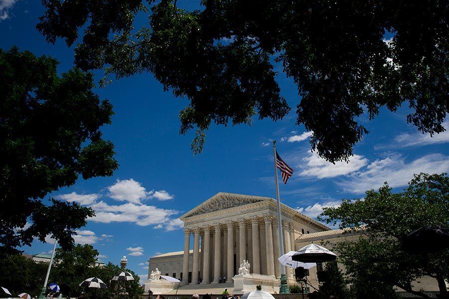 美高院發佈命令 暫保留特朗普難民禁令