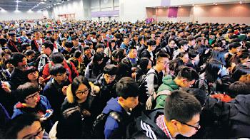 2014年1月25日,亞洲國際博覽館考場有近萬名考生參加SAT考試。(大紀元資料圖片)