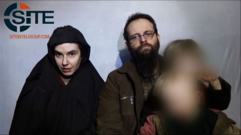 被綁五年美加夫婦抵加 丈夫控訴塔利班暴行
