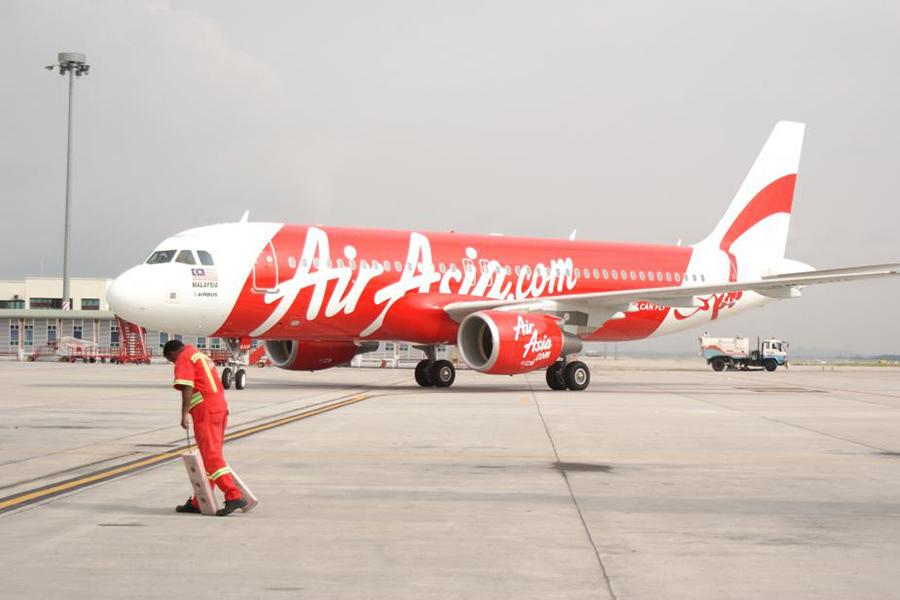 亞航客機急降6700米 乘客驚嚇以為要墜機了