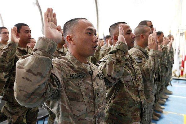 美參軍入籍計劃有望恢復 千人免被驅逐出境
