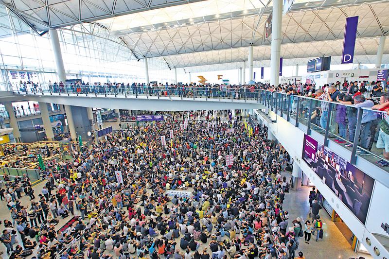 大會指靜坐集會共有2,500人參與,超乎預期。(潘在殊/大紀元)