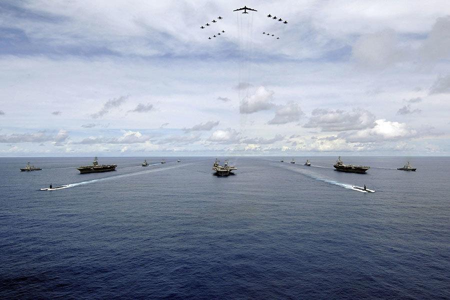 特朗普出訪前三航母罕見聚東亞 向中朝釋信號