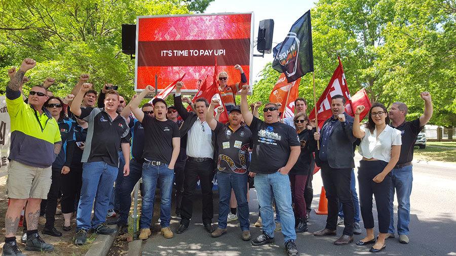 澳洲礦工中使館前抗議中企欠付薪資