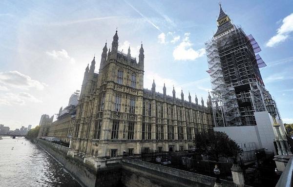 涉性騷擾醜聞 英國防大臣辭職