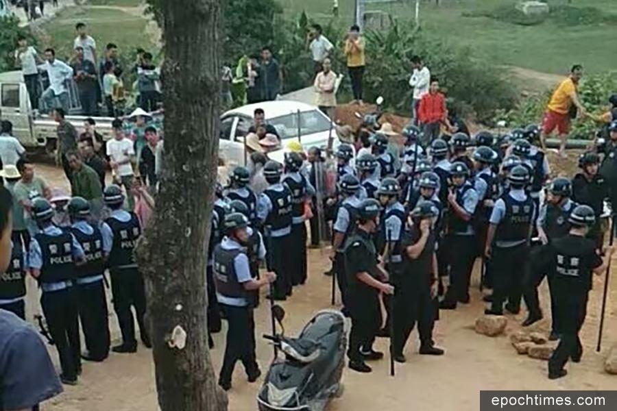 廣西徵地爆衝突 警察放煙霧彈棍棒毆村民