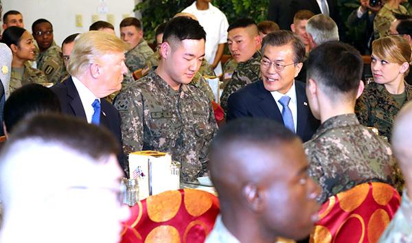 獲最高禮遇 兩國總統與官兵午餐