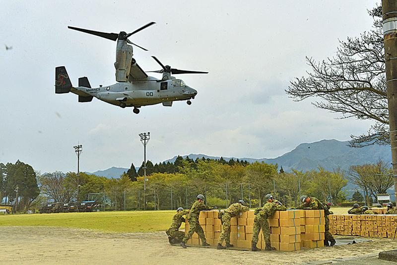 在日本肯首下,美軍魚鷹式旋翼機首次在日本被用於救災(AFP)