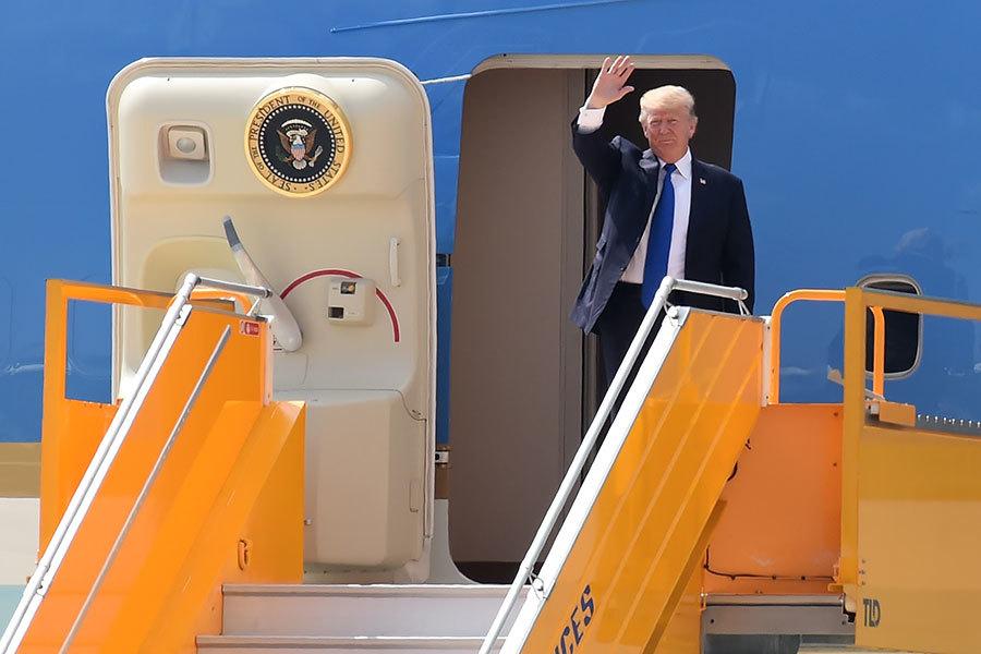 特朗普參加APEC峰會 越南民眾夾道歡迎