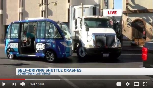 首日啟航不到兩小時 美全新自駕巴士遇車禍