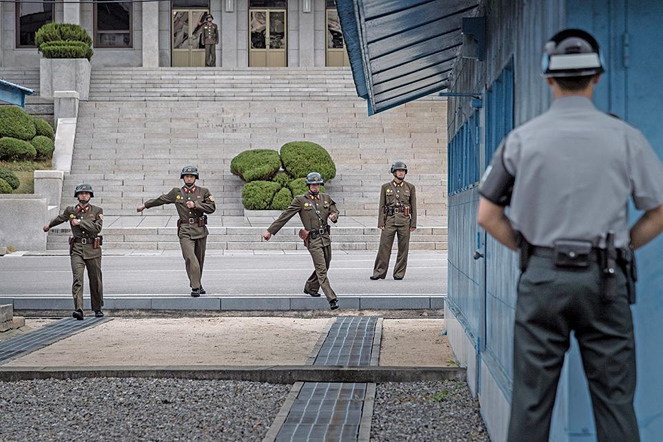 板門店北韓士兵投誠遭射傷 南韓急救中