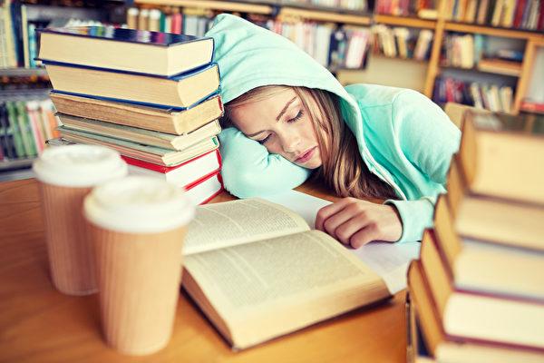 中學生睡不夠危害多 睡眠專家們籲8點半開課