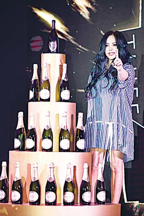 張惠妹赴京發專輯 公司贈香檳塔祝願大賣