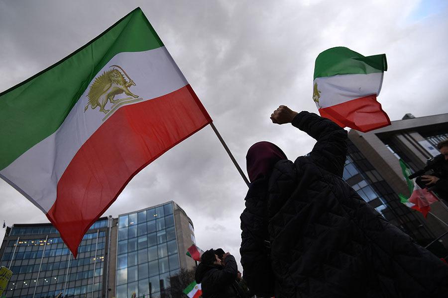 特朗普公開支持伊朗民主示威 跟奧巴馬相反