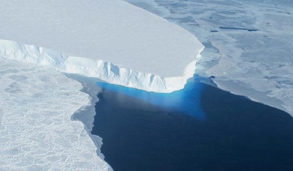 研究:兩極冰川融化 導致海底沉陷