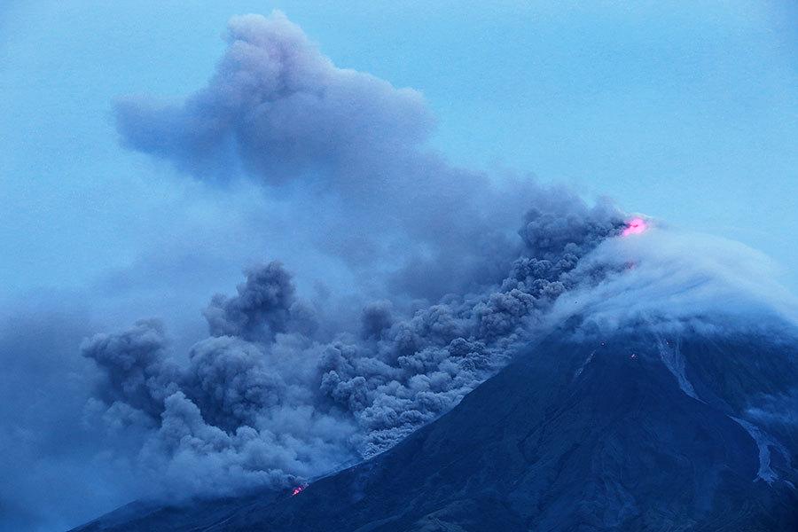 菲律賓火山湧出岩漿恐噴發 萬人撤離
