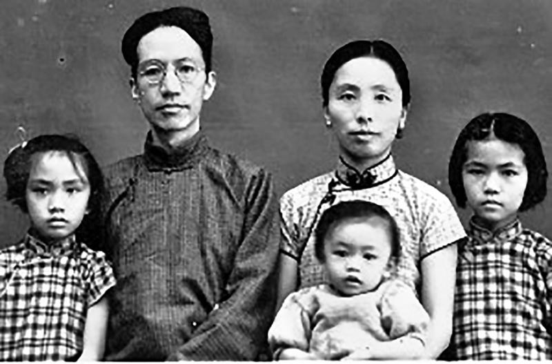 1939年秋,陳寅恪、唐篔夫婦與三個女兒避難香港。(維基百科)