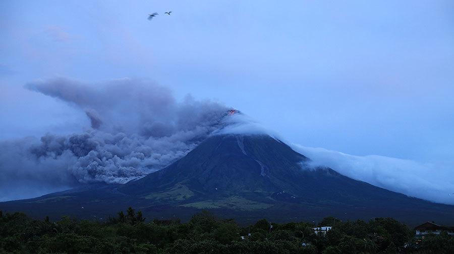 菲律賓火山連日噴發 意外恢復完美圓錐體