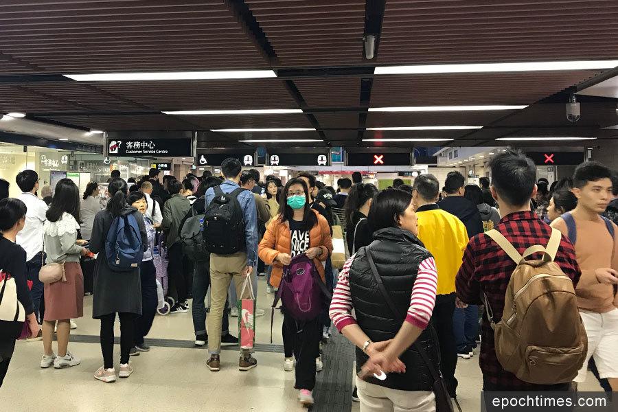旺角東站有人墮軌 服務一度受阻逾半小時
