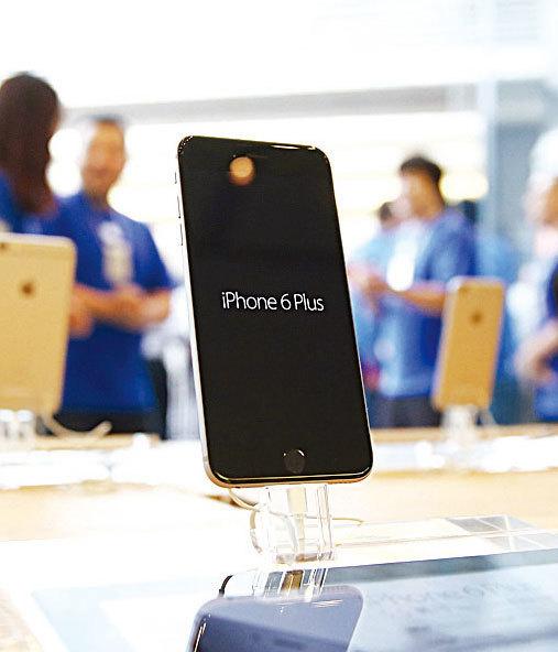 今年蘋果公司第二財季iPhone銷售首次出現下滑。(Getty Images)