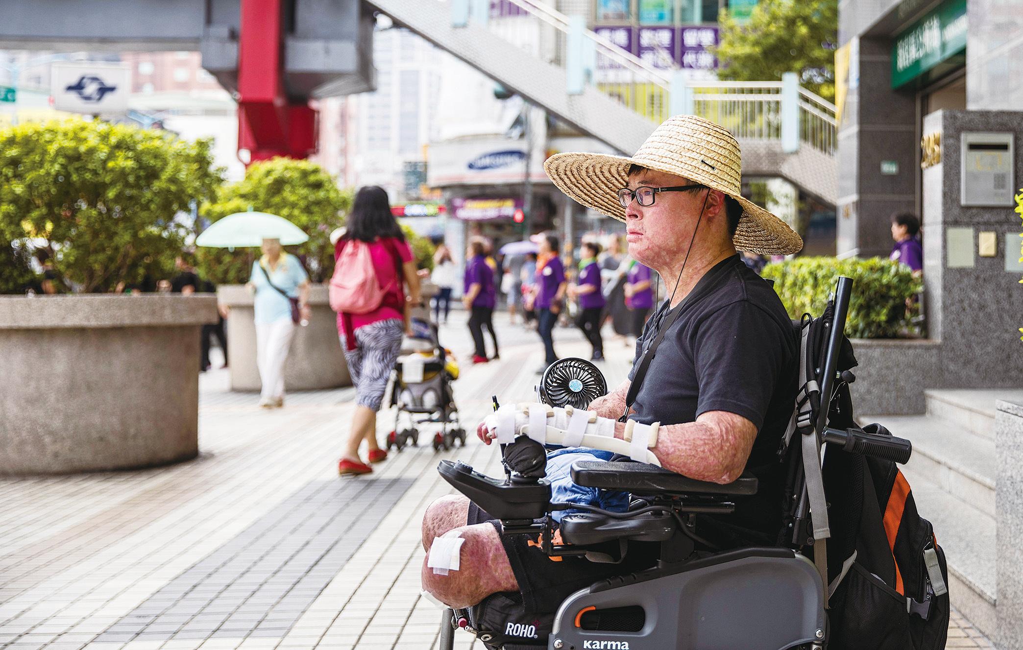台灣八仙樂園塵爆 劫後人生再創奇蹟