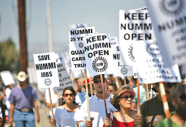 美國人抗議工作職位流向海外。(Getty Images)