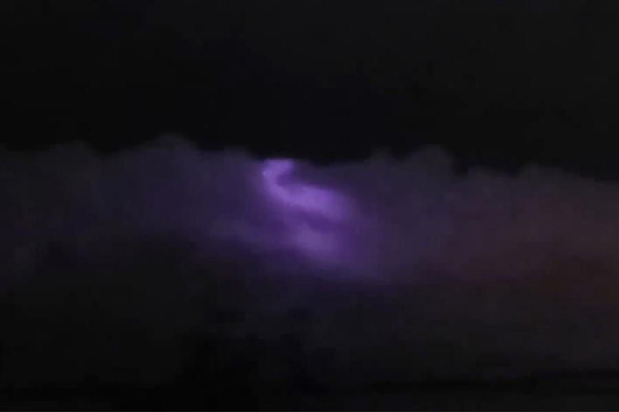 菲律賓天空驚現神秘紫光 來源是謎
