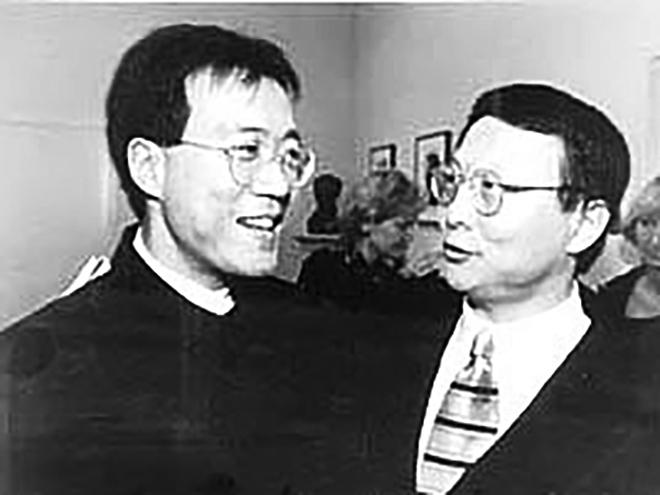 馬友友邀請盛宗亮創作的《七首中國調——大提琴獨奏》在1995年10月首演後兩人合影。(大紀元資料)