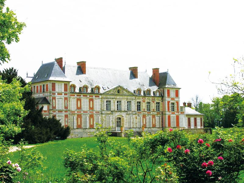 庫森城堡體積勻稱,外形古典優雅。