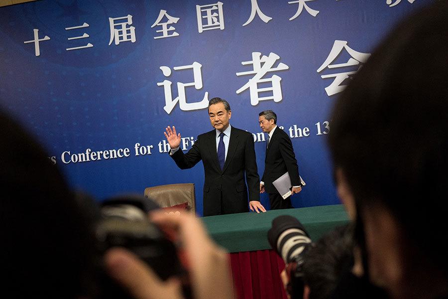 中共外長兩會上否認「崩潰論」 專家透視