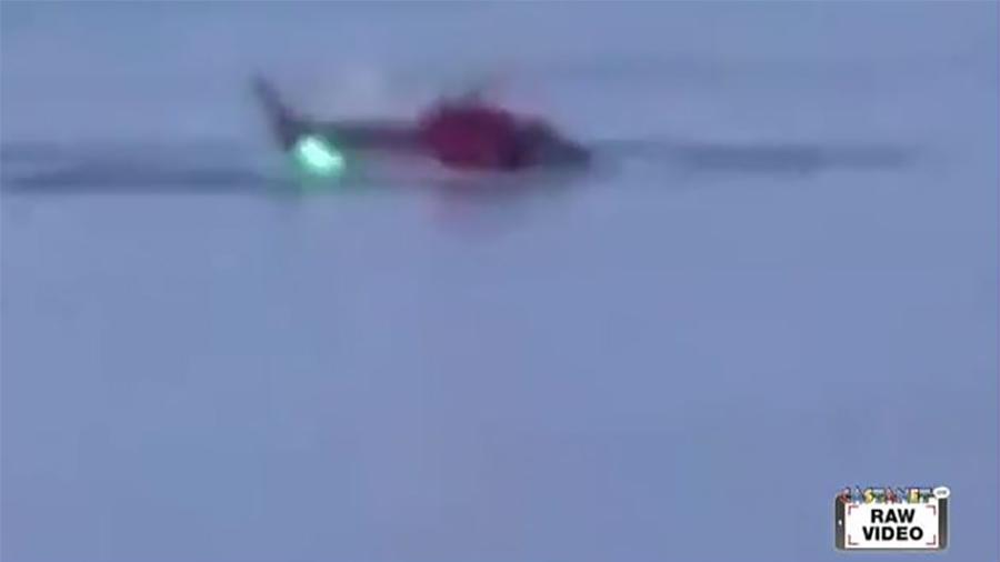 直升機在紐約市東河墜毀 至少二死