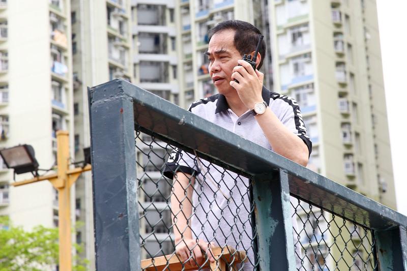 青關會頭目洪偉成現場指揮策劃騷擾法輪功活動。
