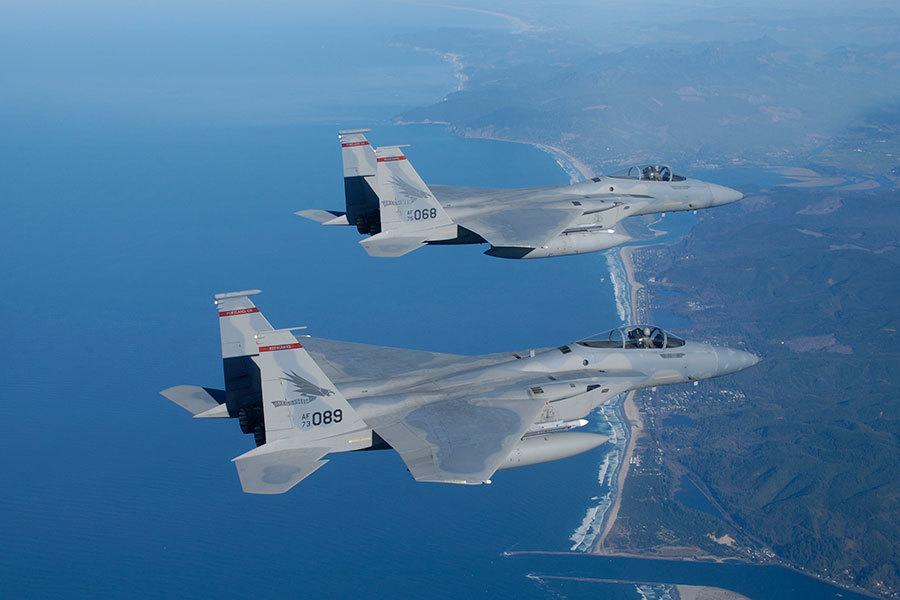 美軍強悍F15戰機 曾爬升萬多米打下衛星