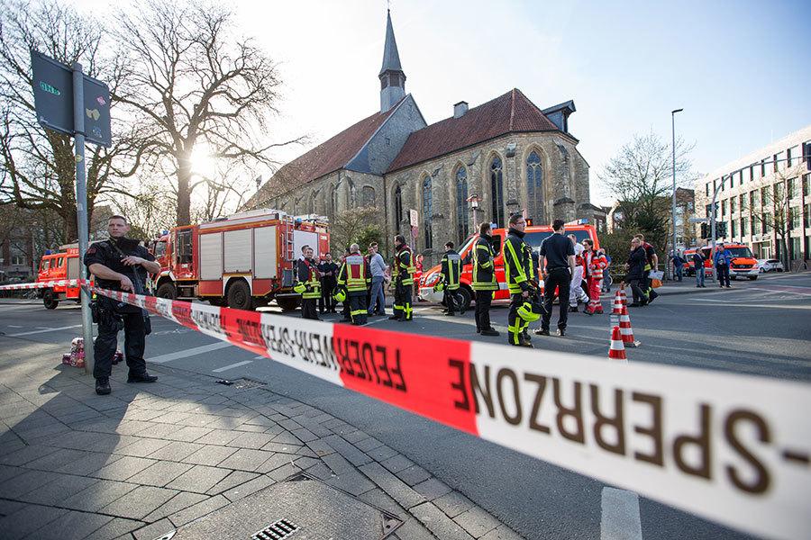 德汽車蓄意衝撞人群釀2死20傷 司機自殺