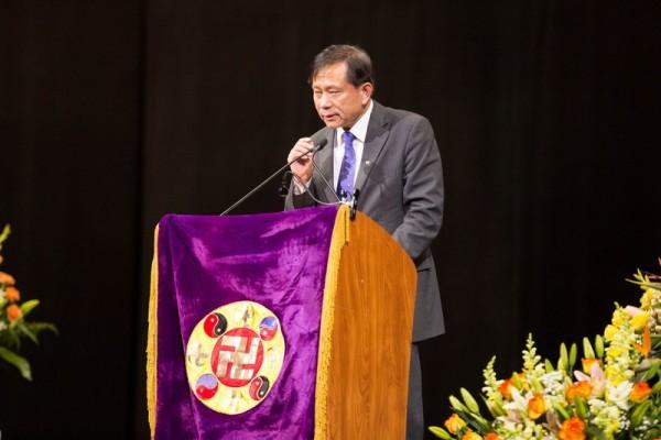 2016年5月15日,法輪功學員、南卡羅來納大學艾肯商學院謝田教授在2016年紐約法輪大法修煉心得交流會上發言。(戴兵/大紀元)