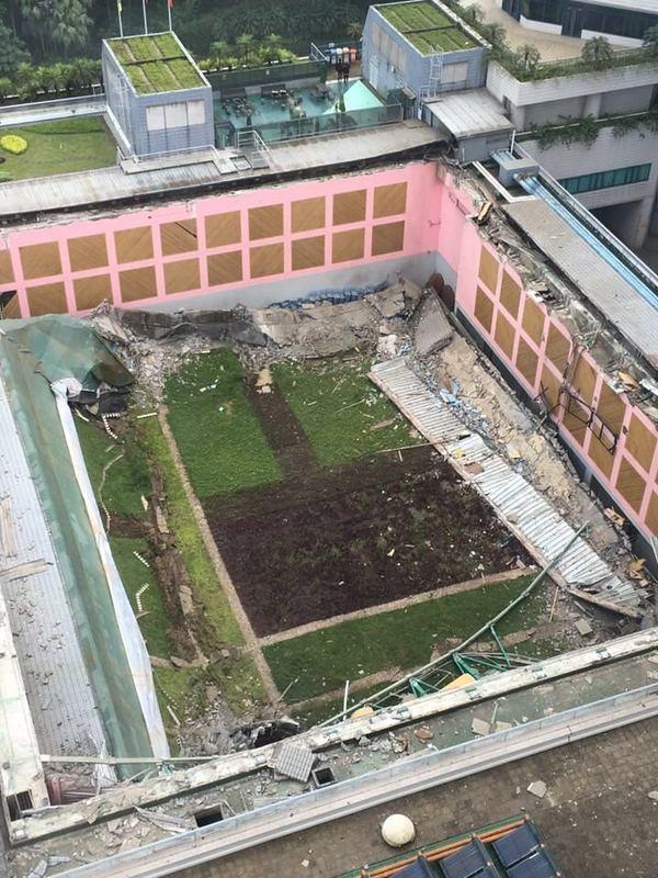 胡法光運動中心5樓的陳大河綜合會堂頂部,一幅面積約40乘35米的天花,昨日下午突然倒塌,導致3人受傷送院。(CityU Secrets)