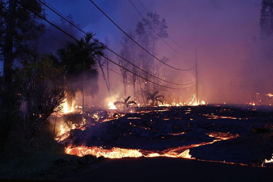 夏威夷火山熔岩流入湖泊 蒸發整座湖水