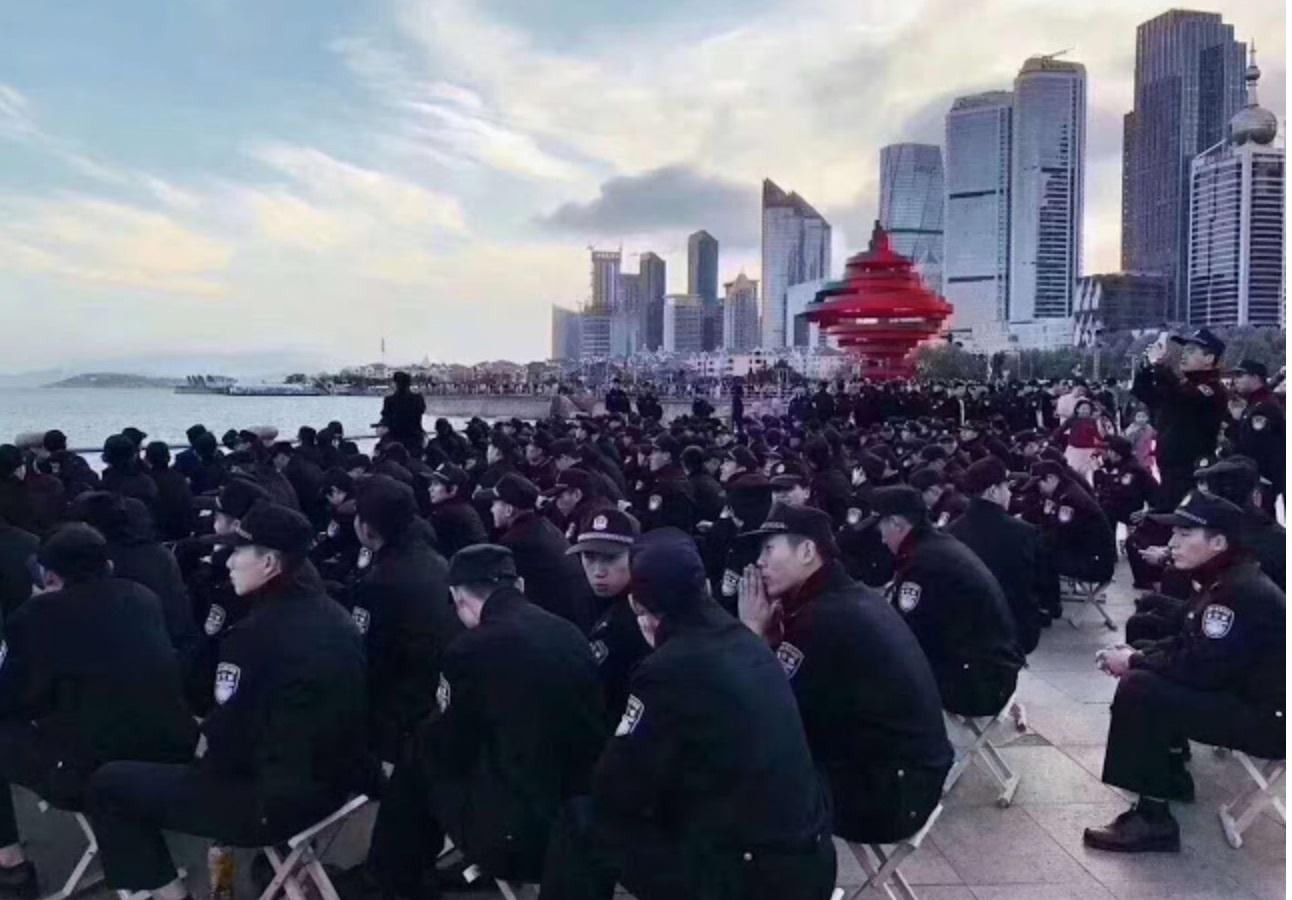 上合青島峰會 反恐部隊戴黑頭套巡城