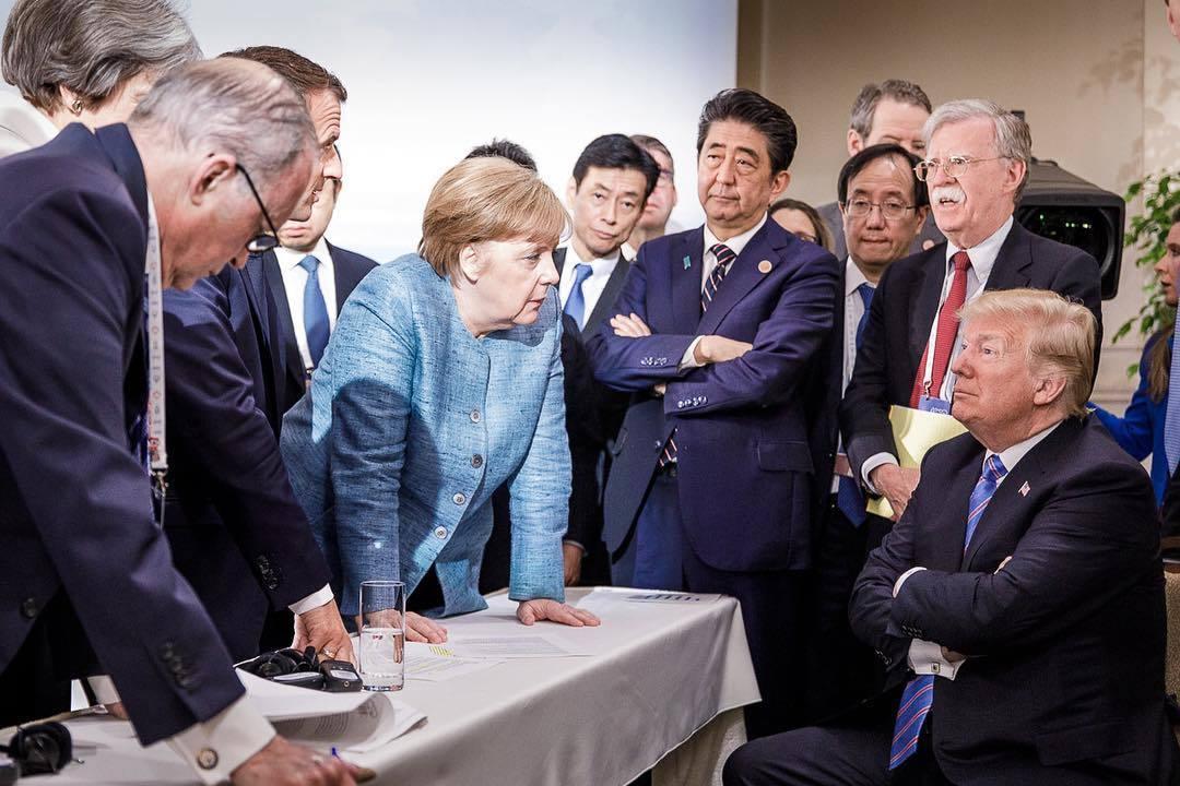 G7峰會上特朗普獨戰群雄 照片爆紅