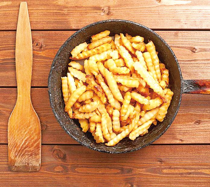 重新加熱炸薯條最好的方式,就是直接放入平底鍋加熱。