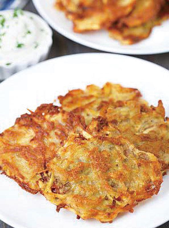 把吃不完的薯仔重製成薯蓉,然後煎成餅狀。