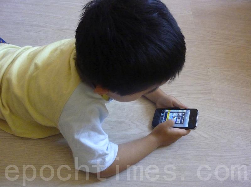 【新聞看點】若想毀掉一孩子 就給他一手機?