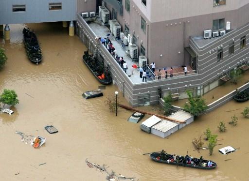 日本暴雨已致逾百人死亡 安倍取消外訪