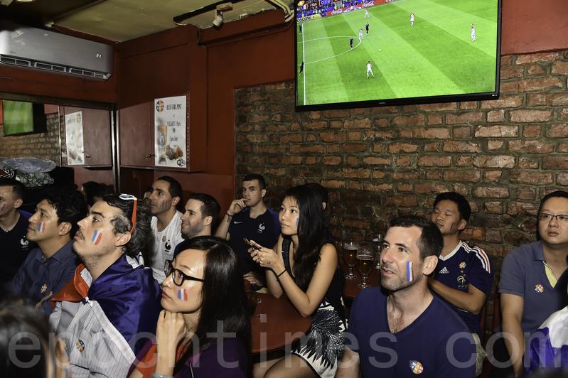【圖片新聞】世界盃酒吧爆滿 料營業額破紀錄達10億