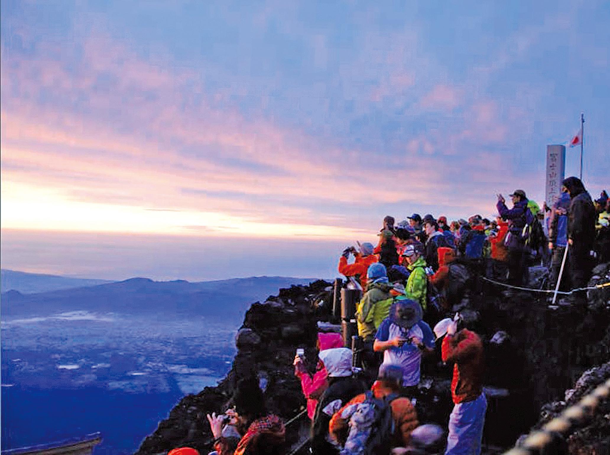 迎接富士山的 御來光
