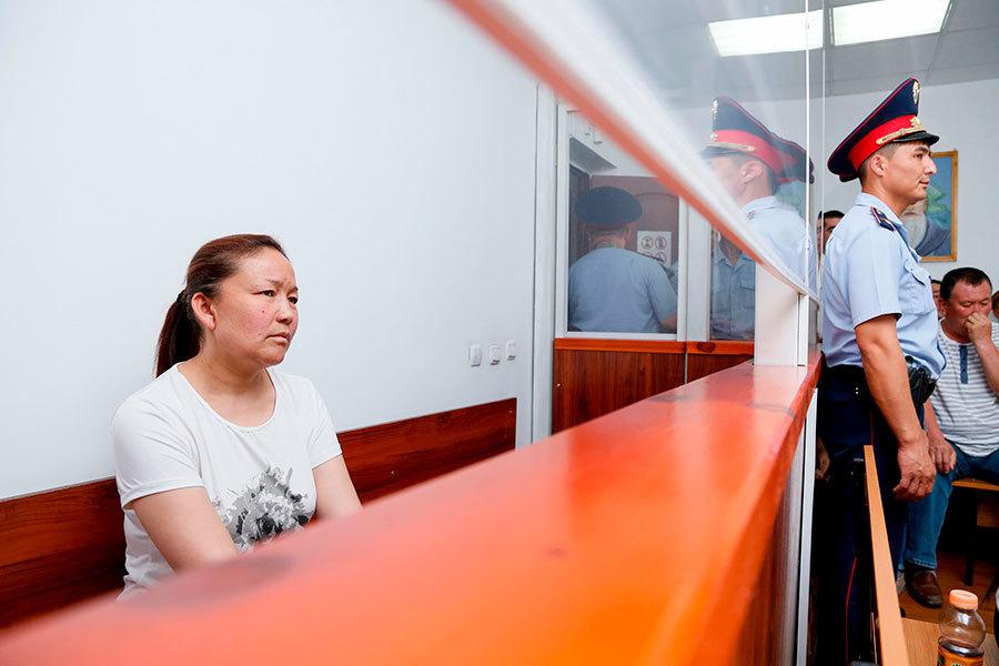 中共政府前僱員海外曝光新疆「再教育營」