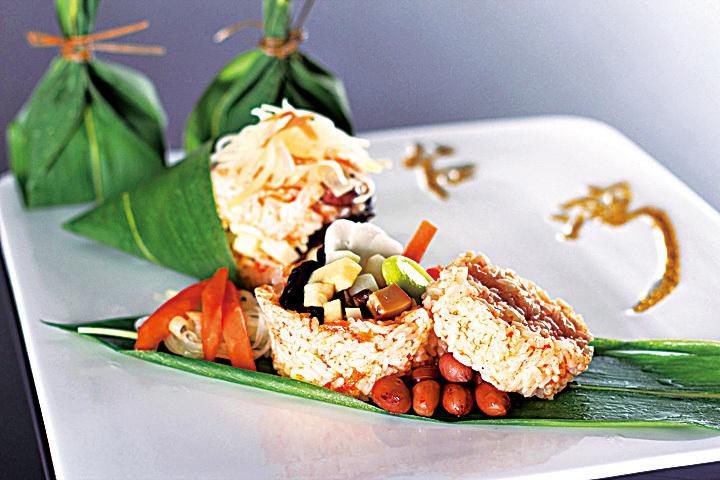 台南晶英顛覆傳統印象,創作色彩繽紛的馬卡龍甜粽及口感清爽的木瓜粽。