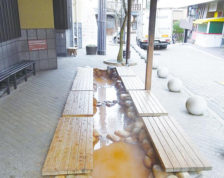 有馬溫泉唯一的免費溫泉,足湯。